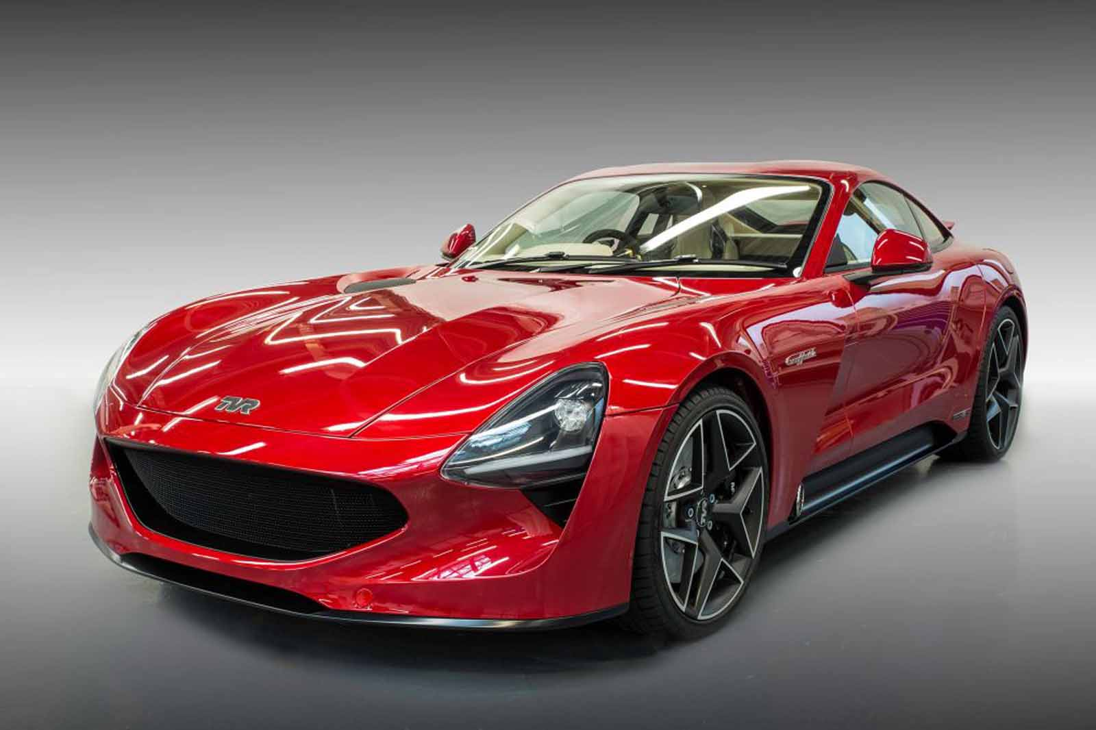 new tvr griffith has a cosworth tuned v8 and will do 200 mph news. Black Bedroom Furniture Sets. Home Design Ideas