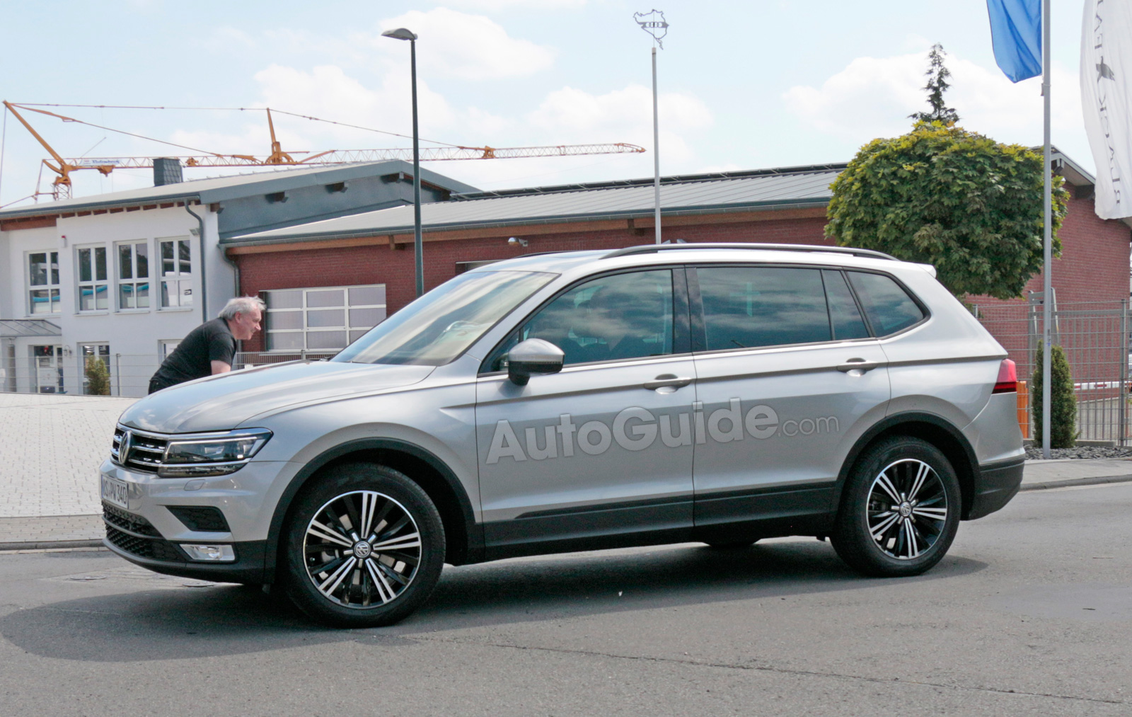 All Types tiguan length : Big Volkswagen Tiguan Spied Testing with Seating for Seven ...