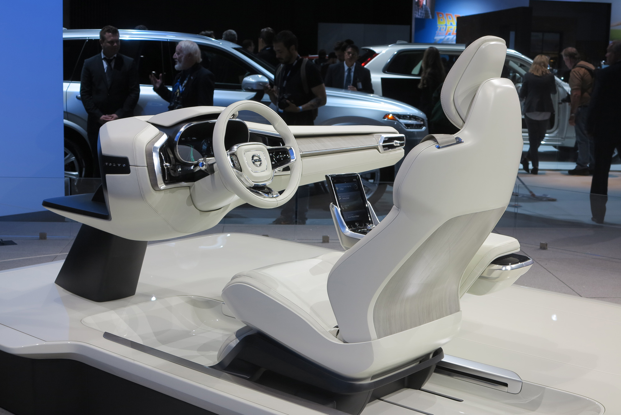 volvo concept 26 previews self driving future. Black Bedroom Furniture Sets. Home Design Ideas
