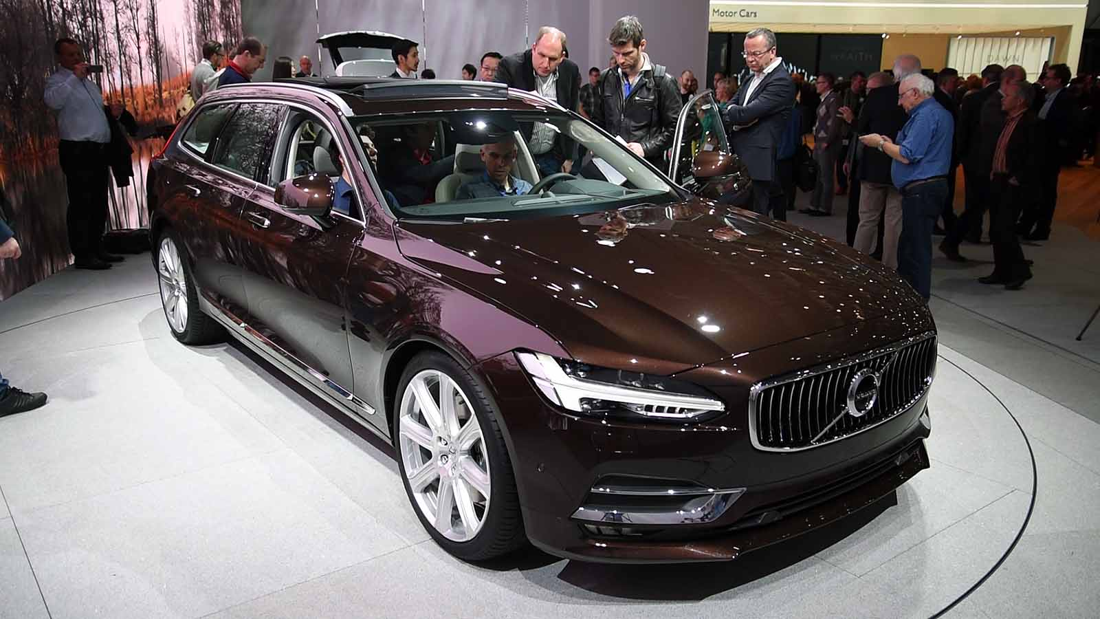 2017 Volvo V90 Station Wagon Makes Global Debut » AutoGuide.com News