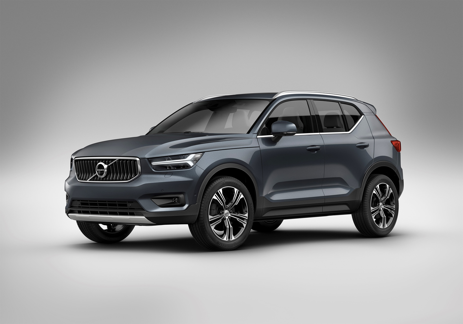 Volvo XC40 Inscription Debuts, New Available Engines ...