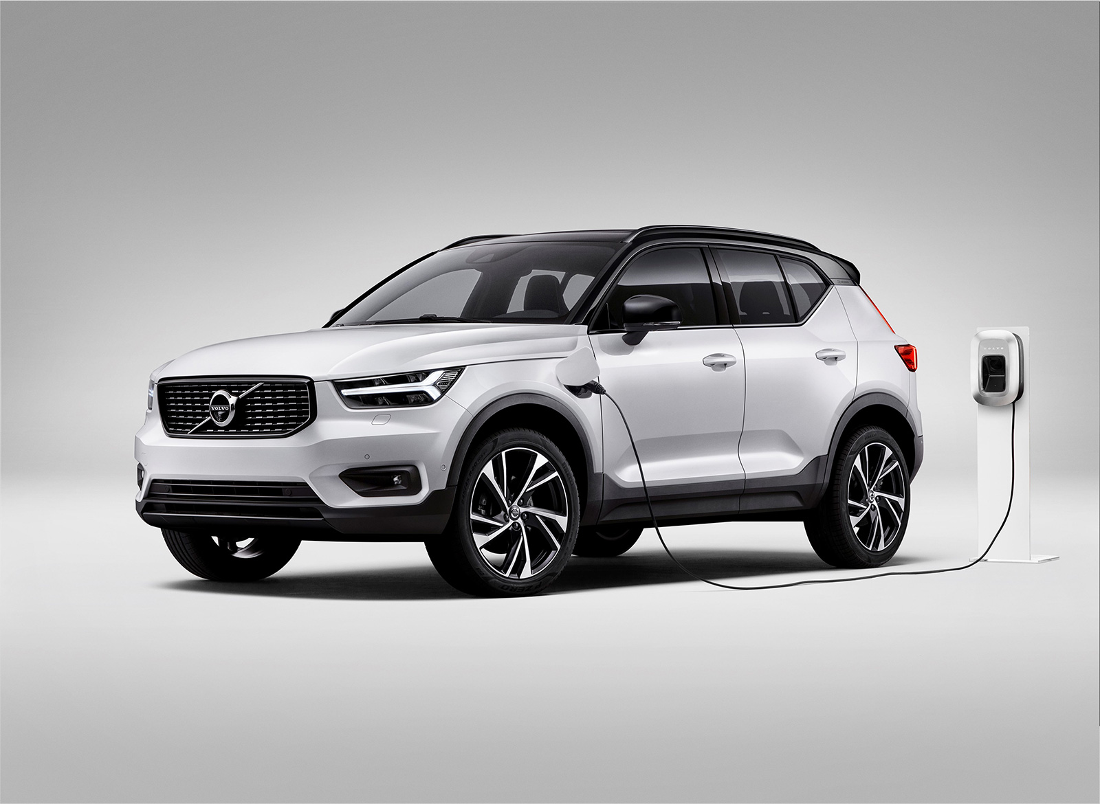volvo xc40 plug in hybrid makes its first public appearance news. Black Bedroom Furniture Sets. Home Design Ideas