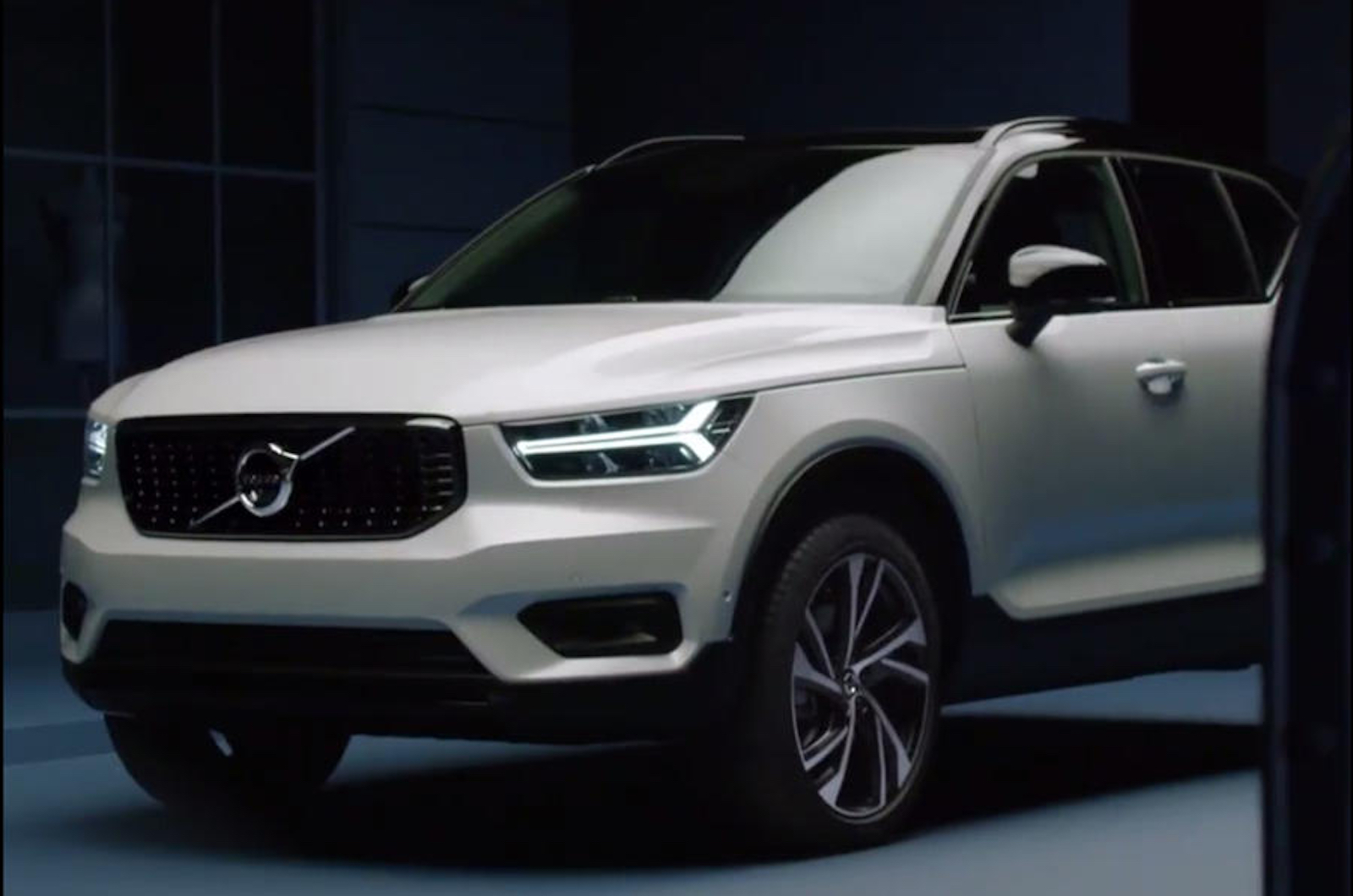 images of new volvo xc40 surface early  u00bb autoguide com news