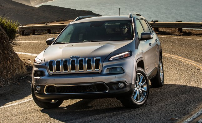 The 2015 Jeep Cherokee V6 Is Getting A Boost In Fuel Economy By Stopping  Its Engine At Red Lights.