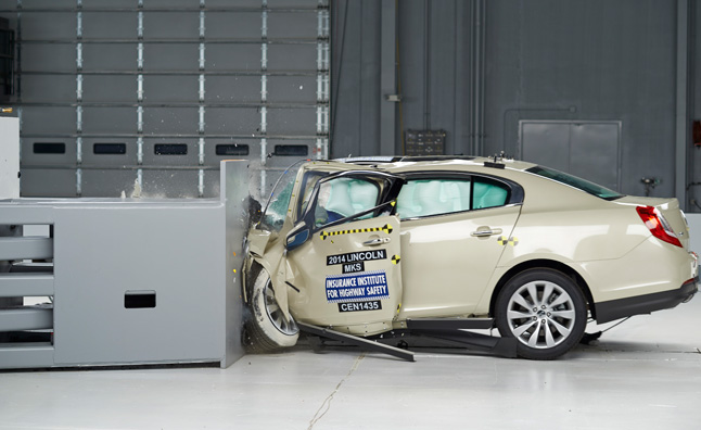 Lincoln Mks Flunks Iihs Crash Test Bmw 5 Series Isn T Much Better