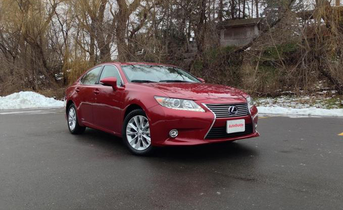 2015 Lexus ES300h Review