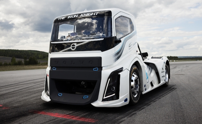 Watch A Volvo Semi Truck Set New World Sd Records Autoguide News
