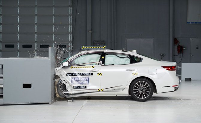 2017 kia cadenza iihs crash test
