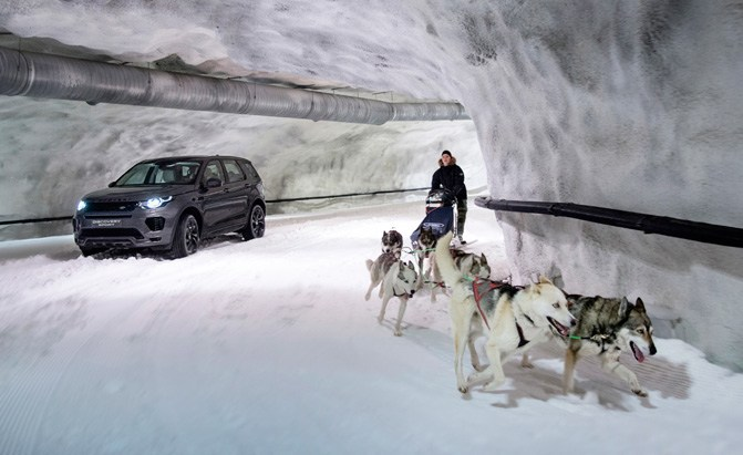 land rover discovery sport snow tunnel challenge