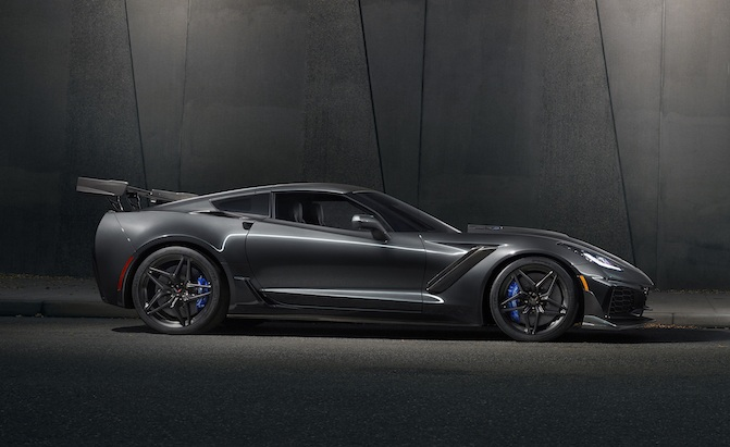 Key Differences Between the C7 Corvette ZR1 and Z06 » AutoGuide.com News