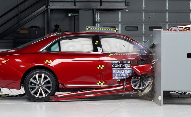 2017-lincoln-continental-iihs-crash-test-01
