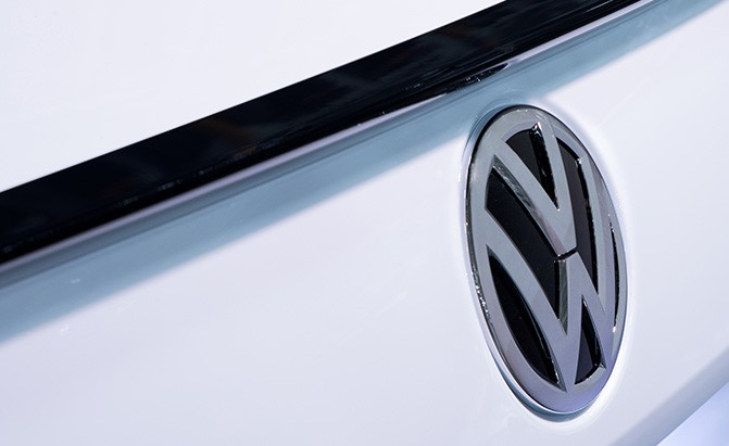 2018 volkswagen passat badge