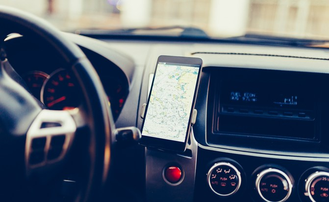 Missing out on the new hands-free Android Auto or Apple Car Play technology, but want to upgrade? Here are best car phone mounts on Amazon.