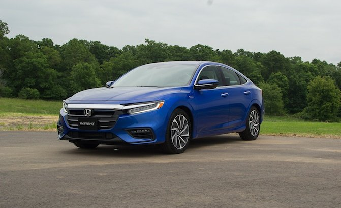 The Honda Insight Is All New For 2019 As A Civic Sized Hybrid With Accord Like Pricing And Prius Fuel Economy This Revived Nothing
