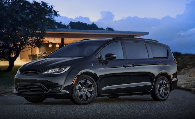 Report: Chrysler Pacifica Could Gain All-Wheel Drive in 2020