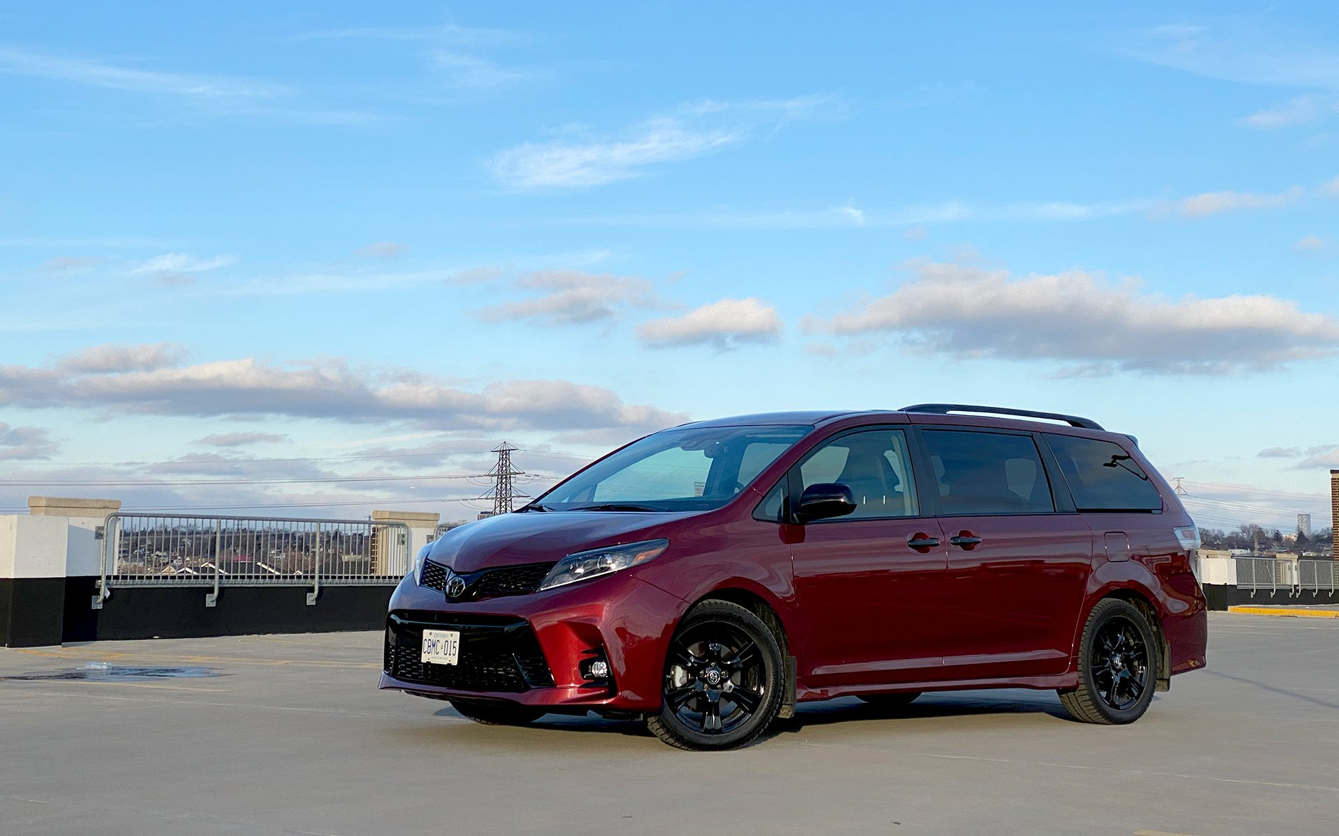 toyota sienna review specs pricing features videos and more autoguide com toyota sienna review specs pricing