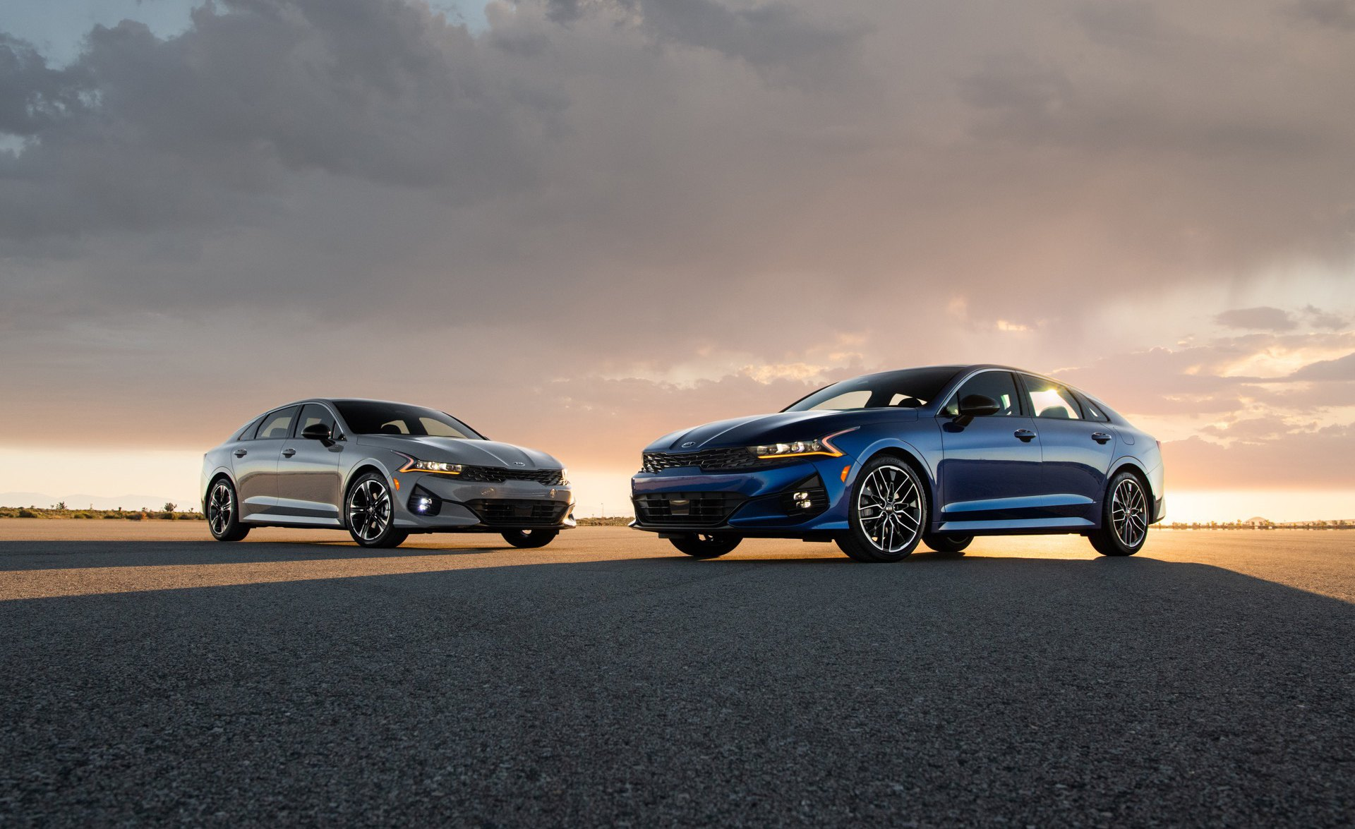 2021 Kia K5 GT-Line (grey) and GT (blue)