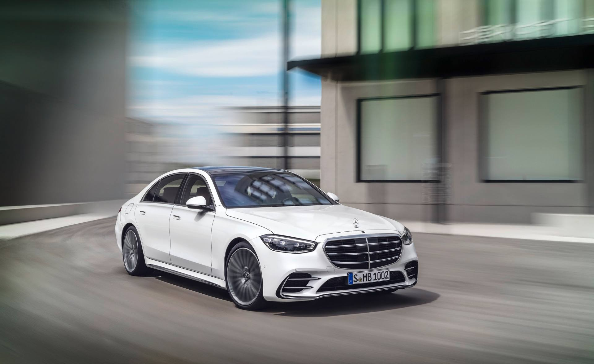 2021 Mercedes-Benz S-Class in white dynamic front three-quarter