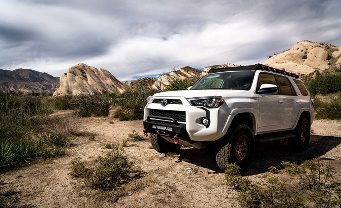 Body Armor HiLine Winch Front Bumper on the Toyota 4Runner
