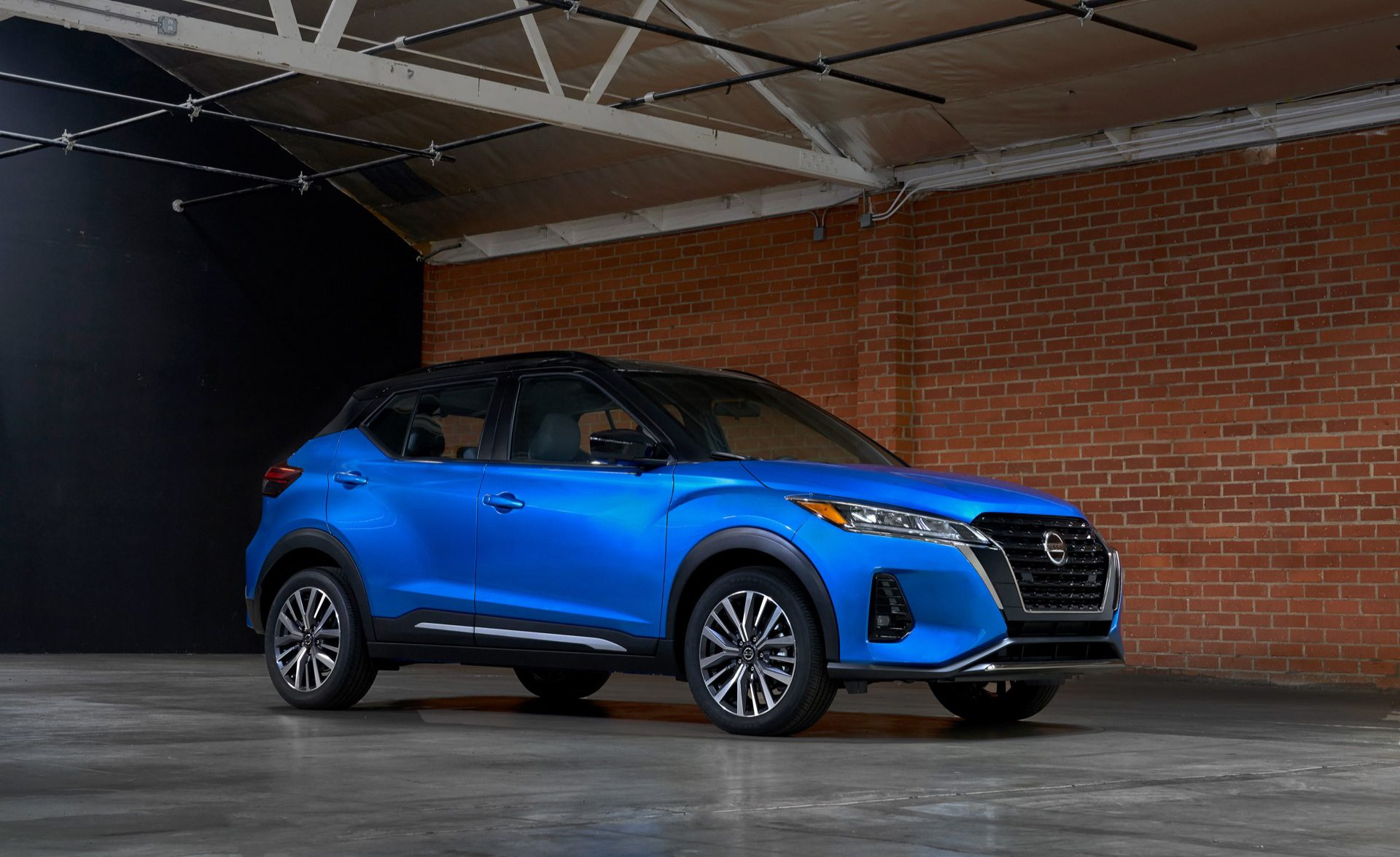 2021 Nissan Kicks in blue static front three-quarter