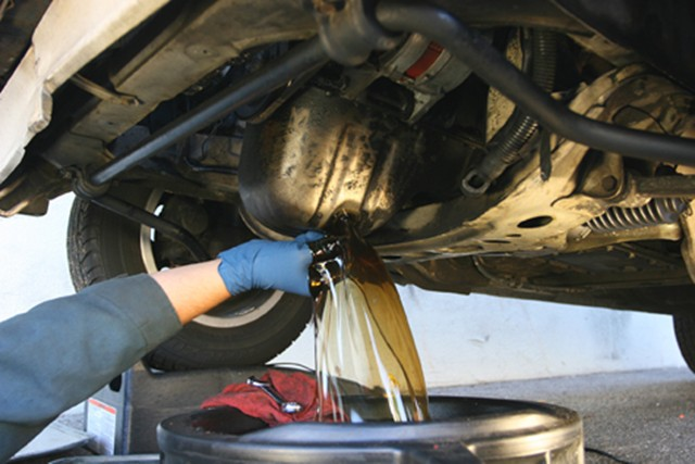 Do it yourself oil change autoguide news do it yourself oil change solutioingenieria Image collections