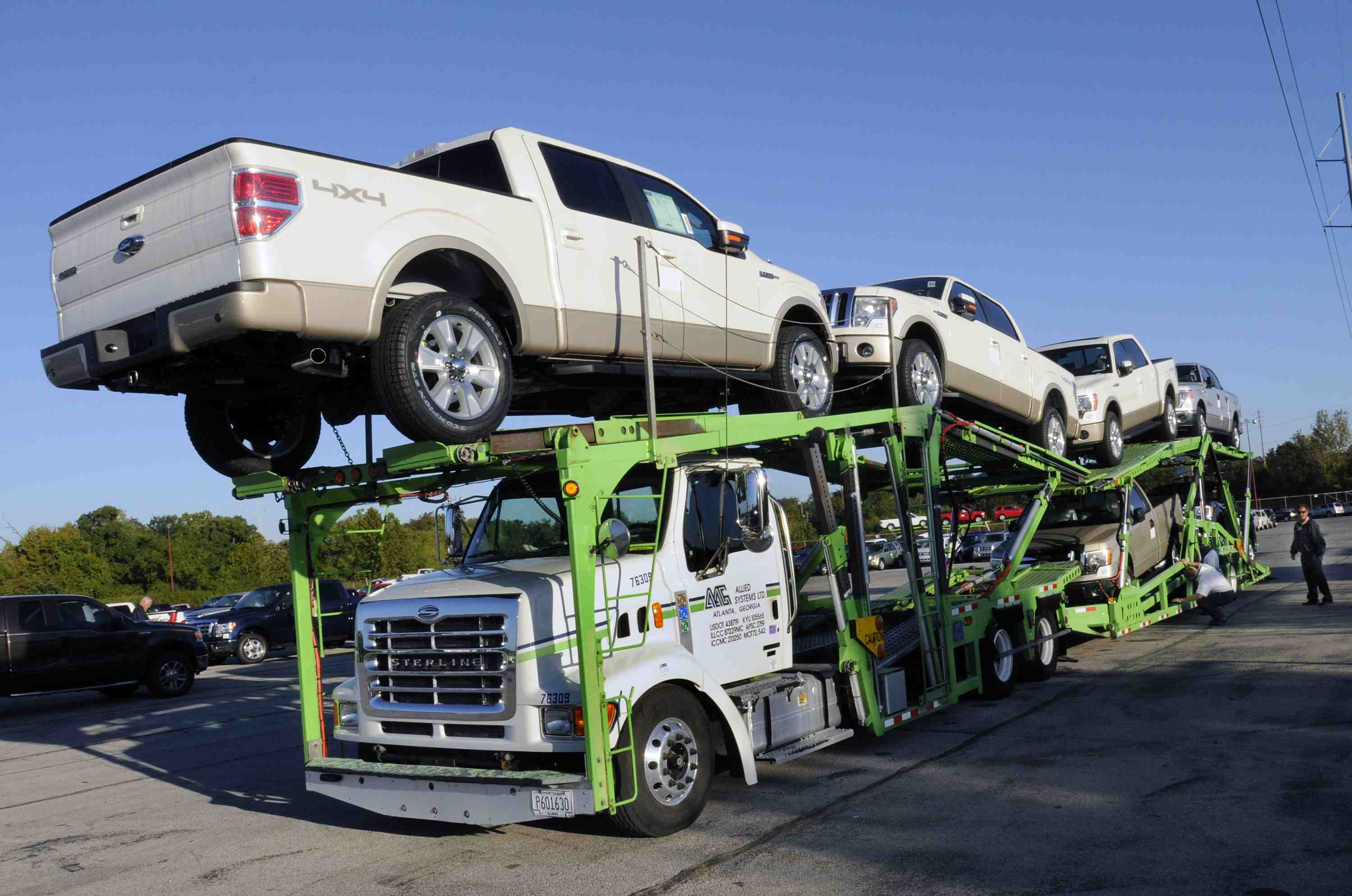 Claycomo mo october 3 2008 the first shipment of new 2009 ford 150 trucks the most capable pickup with unsurpassed fuel economy leave kansas city