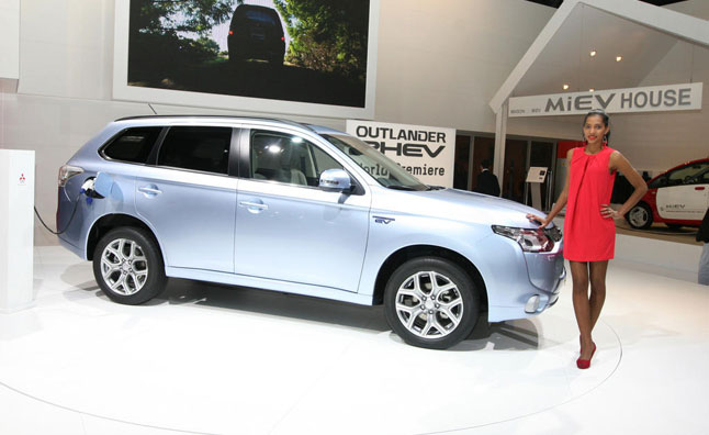 mitsubishi outlander phev battery flaw found news. Black Bedroom Furniture Sets. Home Design Ideas