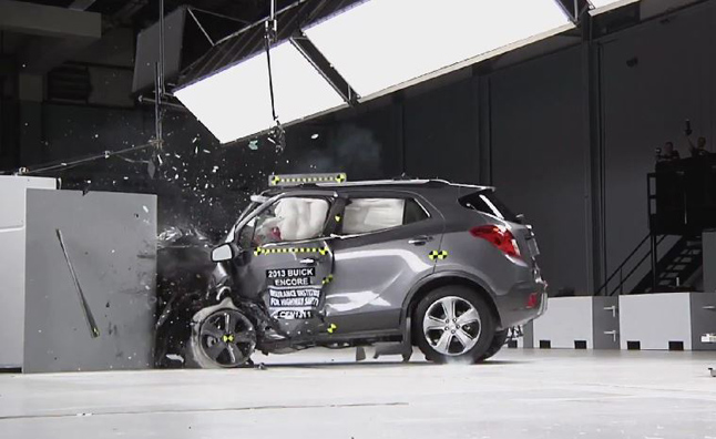 small suvs fare poorly in iihs small overlap crash test. Black Bedroom Furniture Sets. Home Design Ideas