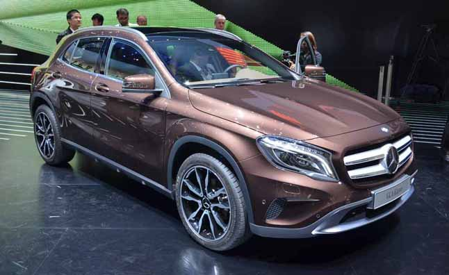 Mercedes gla250 expands benz suv range to five autoguide for Mercedes benz suv range