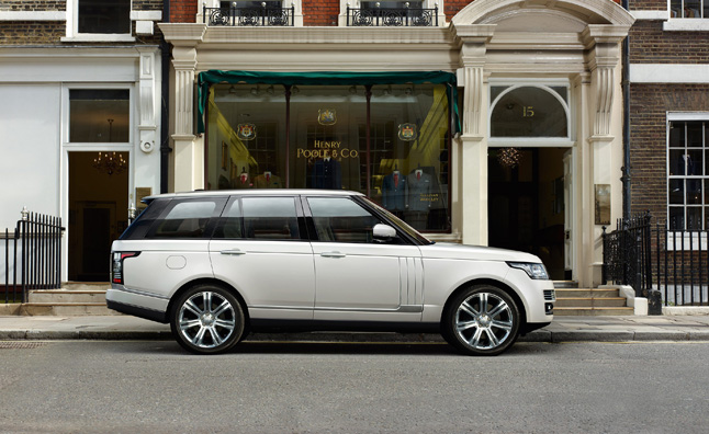 range rover long wheelbase autobiography black adds luxury legroom news. Black Bedroom Furniture Sets. Home Design Ideas