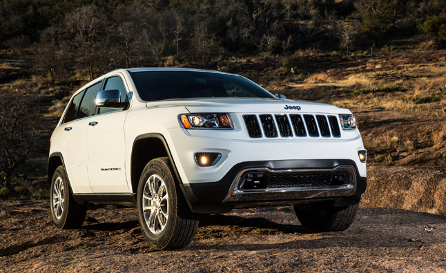 2014 jeep grand cherokee gets mixed safety rating news. Black Bedroom Furniture Sets. Home Design Ideas