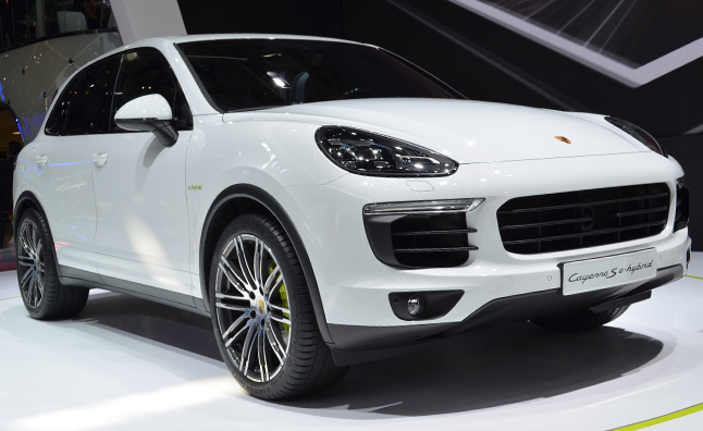 2015 Porsche Cayenne Goes Green, Stays Fast » AutoGuide.com News