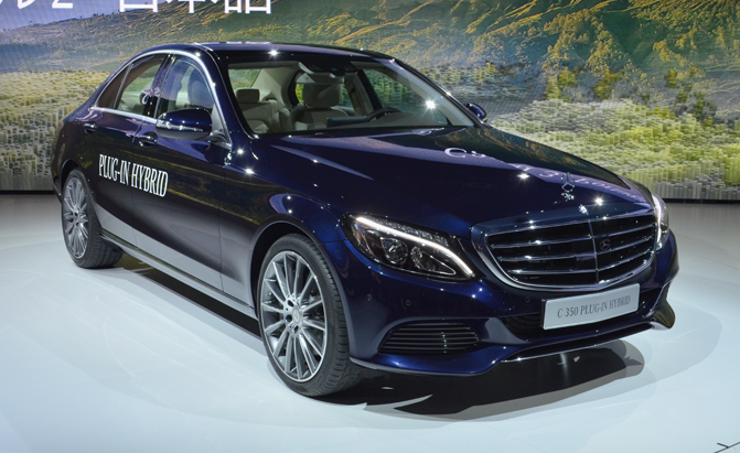 Mercedes c350 phev plugs into detroit auto show for Mercedes benz hybrids