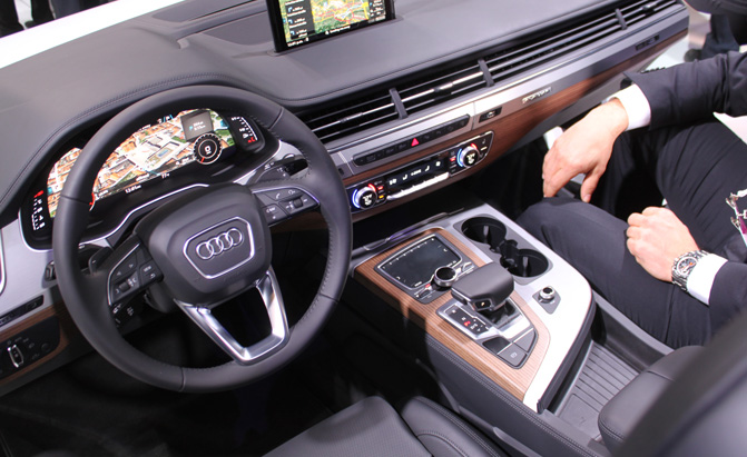2016 audi q7 interior exposed at ces news. Black Bedroom Furniture Sets. Home Design Ideas