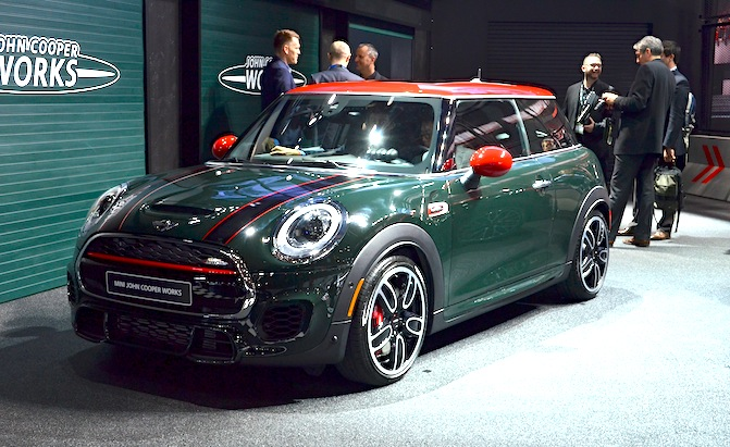 2015 mini jcw hardtop makes world debut in detroit news. Black Bedroom Furniture Sets. Home Design Ideas