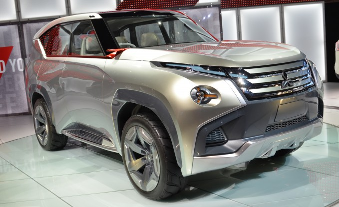 "Mitsubishi ""Plugs Into"" Chicago Auto Show with Crossover Concept"