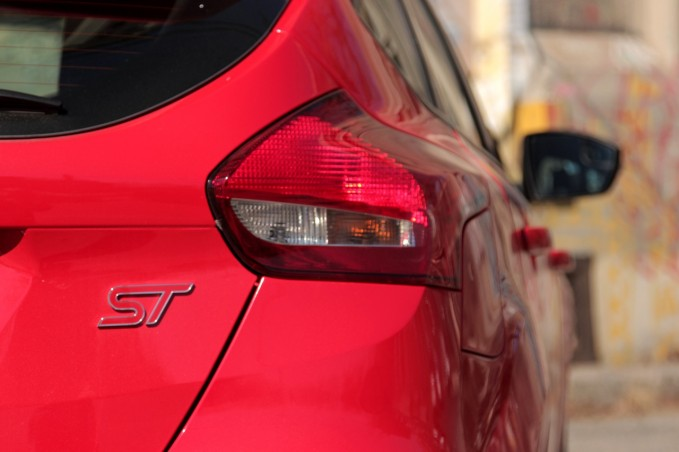 2015-Ford-Focus-ST-19