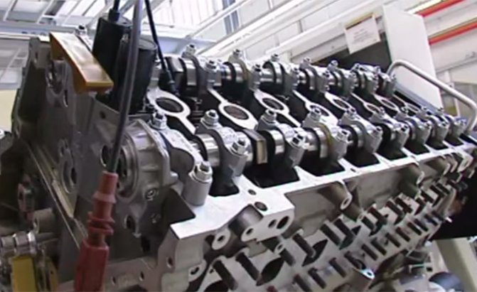 watch bugatti build a veyron engine news. Black Bedroom Furniture Sets. Home Design Ideas