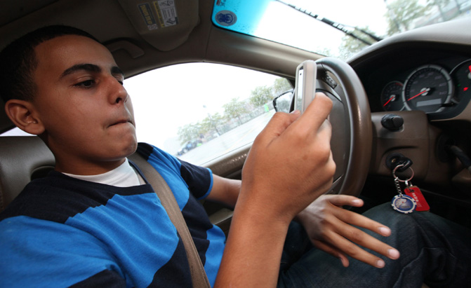 distracted-teen-driving