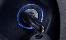 2011-toyota-sienna-key-and-ignition-photo