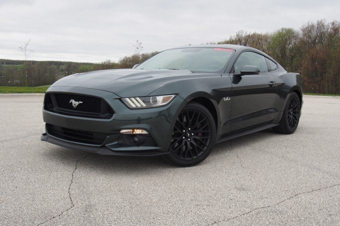2015 Ford Mustang GT Front 01