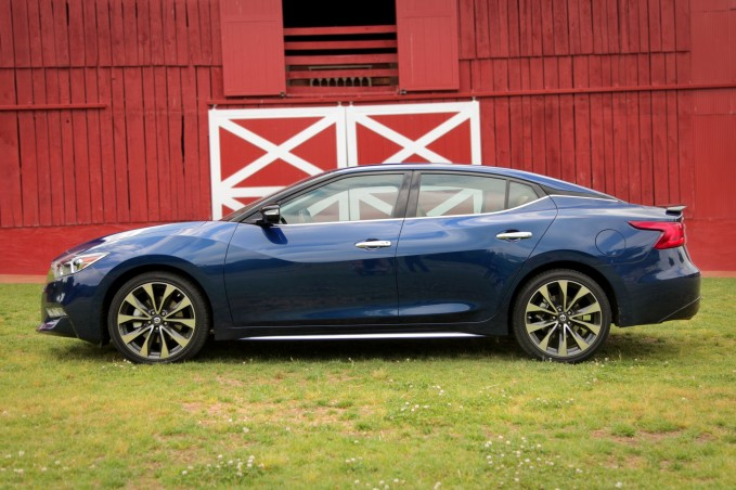 2016 Nissan Maxima review side