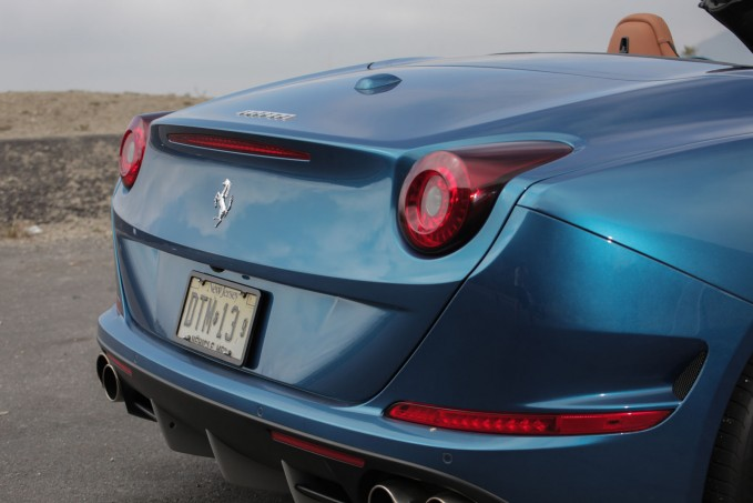 2015-Ferrari-California-T-10