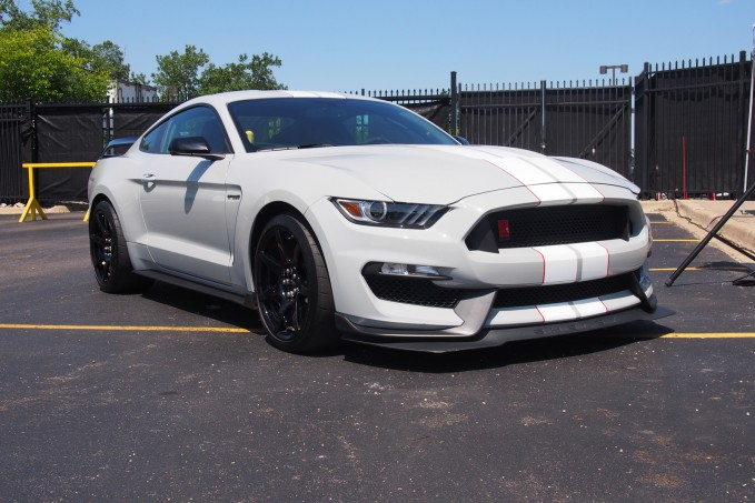 2016 Ford Shelby GT350 01