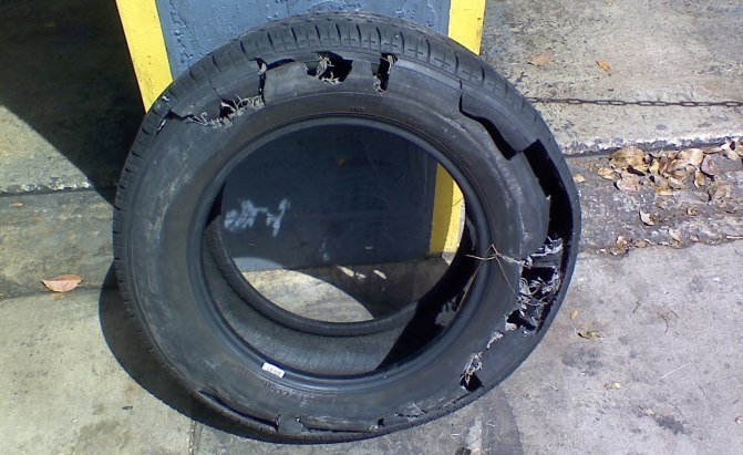 Here's Why You Really Shouldn't Drive on a Flat Tire ...
