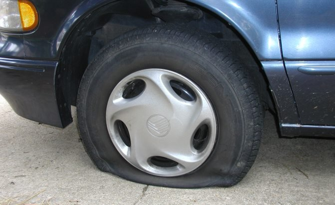 Here's Why You Really Shouldn't Drive on a Flat Tire