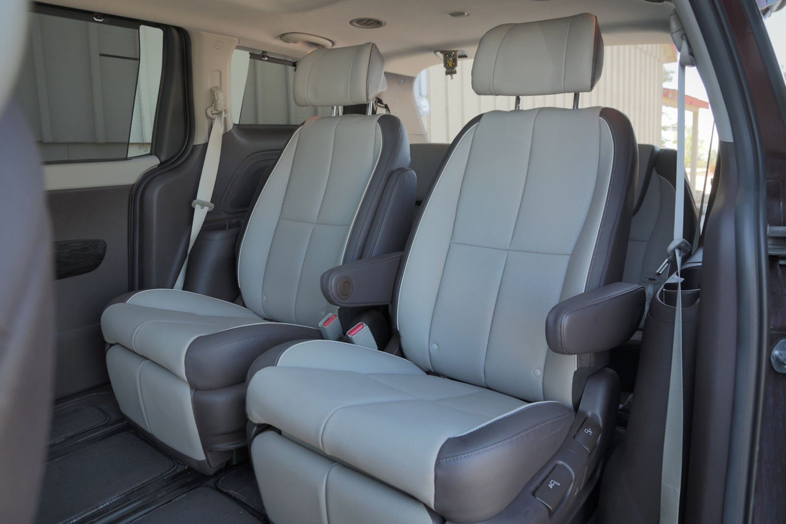 Headroom is also 1.5-inches less in the Sedona which compounded with the Kia\u0027s lower seat cushion makes it much tighter in the back of the ... & 2015 Kia Sedona vs. 2015 Toyota Sienna - AutoGuide.com News islam-shia.org