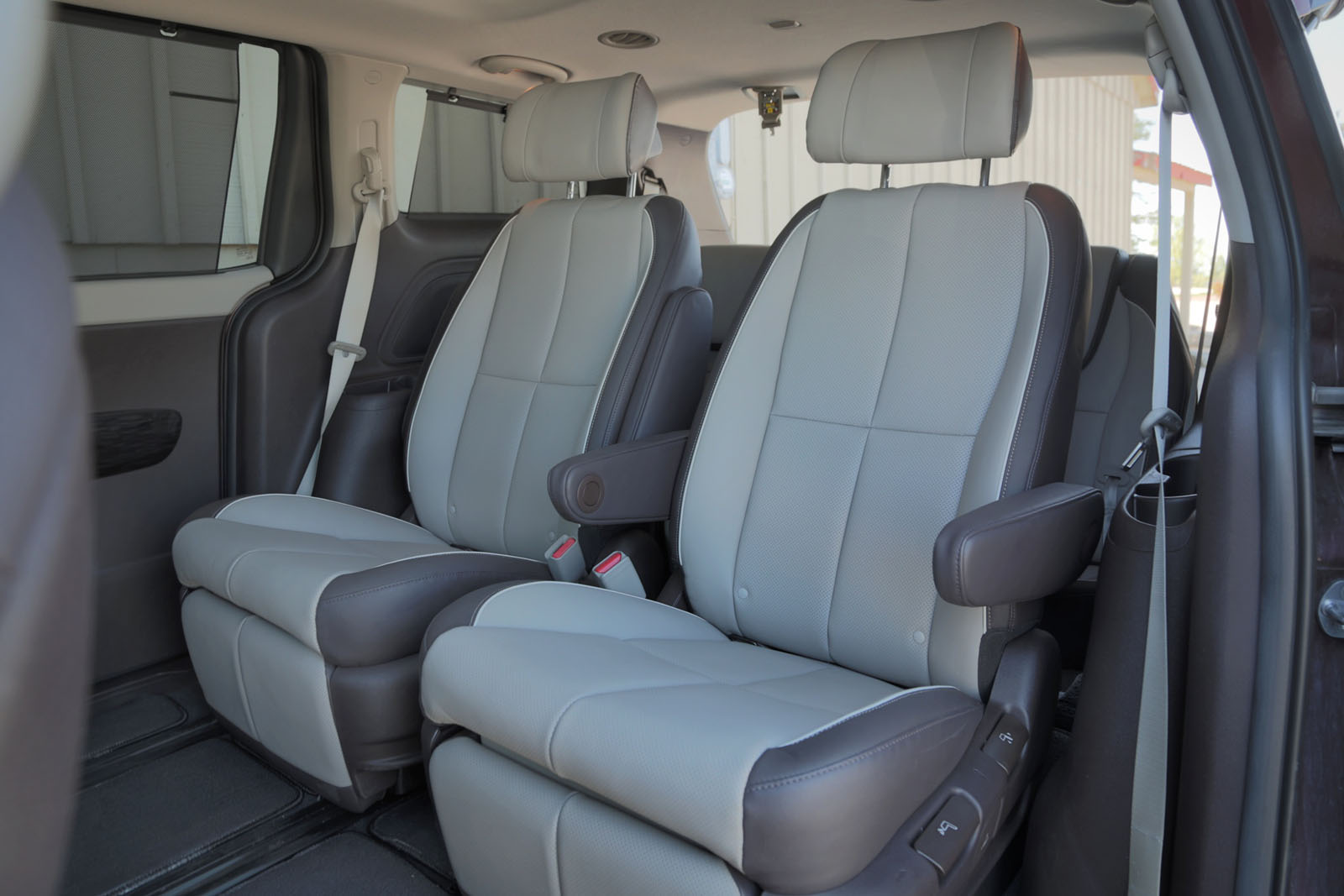 Headroom is also 1.5-inches less in the Sedona which compounded with the Kiau0027s lower seat cushion makes it much tighter in the back of the ... & 2015 Kia Sedona vs. 2015 Toyota Sienna - AutoGuide.com News islam-shia.org