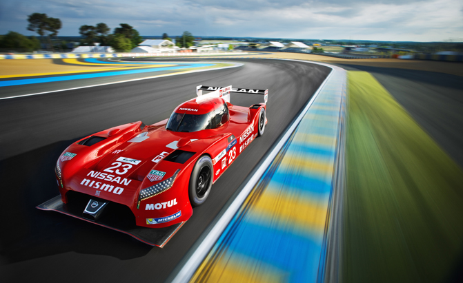 nissan-gt-r-lm-nismo-on-track-photo