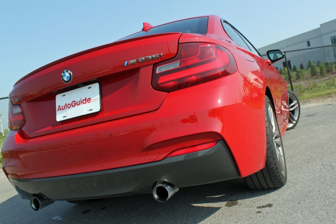 2015-BMW-M235i-xDrive-Review-rear-profile-angle